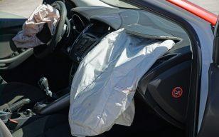 תביעה הוגשה כנגד העירייה בגין נזק לרכב שנגרם כתוצאה מעץ שקרס