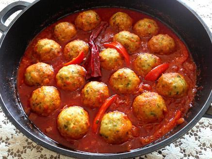 קציצות דגים ברוטב עגבניות
