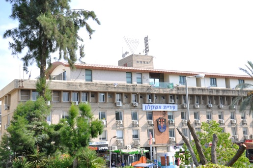 נפוטיזם עירוני: שישה בני משפחה שעובדים בעיריית אשקלון
